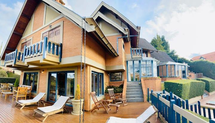 Belíssima casa com vista espetacular!!!