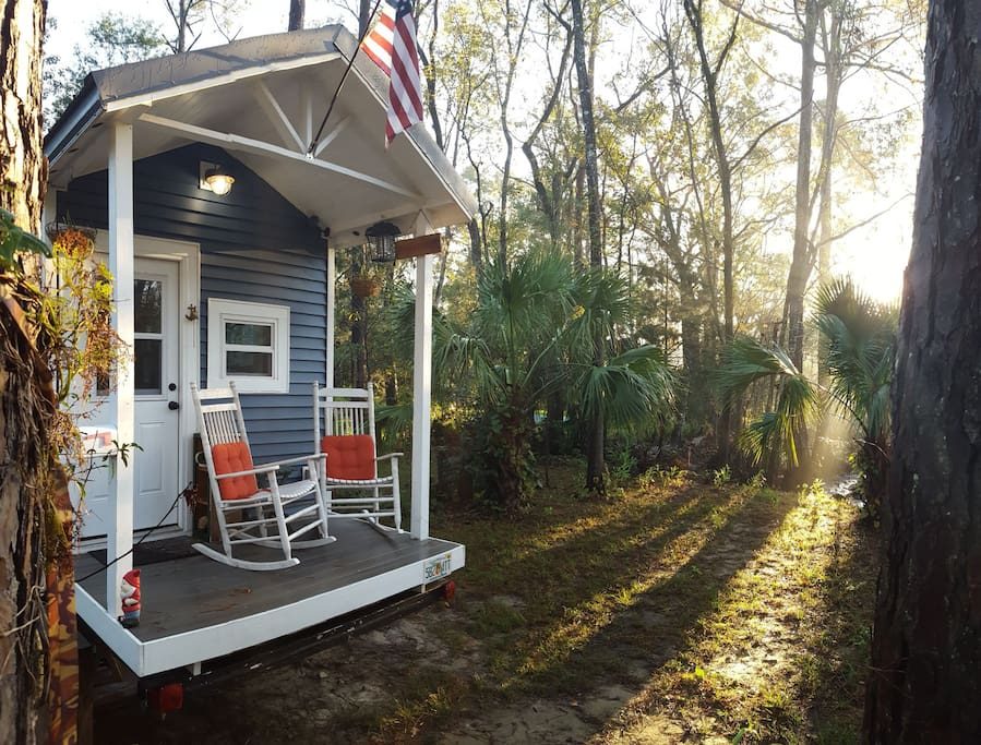 tiny house wooded oasis houses for rent in jacksonville florida united states. Black Bedroom Furniture Sets. Home Design Ideas