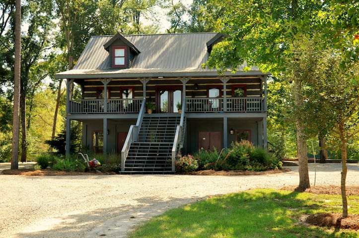 2-Bedroom Suite - The Treehouse Suite - Hattiesburg - Cabin