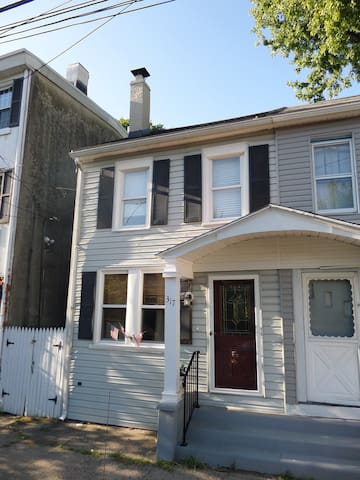 walk to downtown Phoenixville! - Phoenixville - House