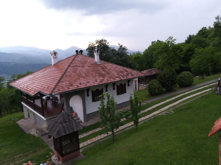 Православни дом, манастир Свете Тројице