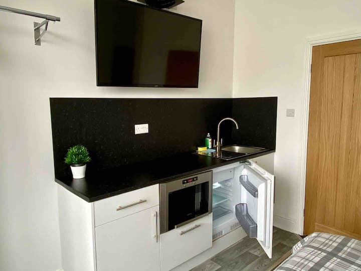 Double room with ensuite and kitchenette from £45