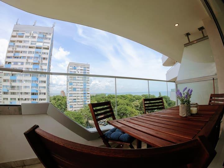 Spacious Apartment, 3 min beach, FREE Parking