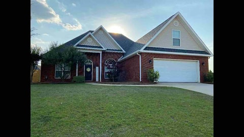 Spacious Centrally Located Warner Robins House