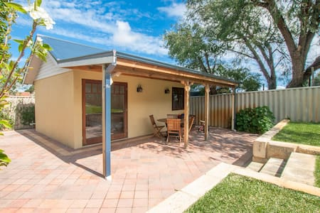 Private Granny Flat near Freo! - Willagee