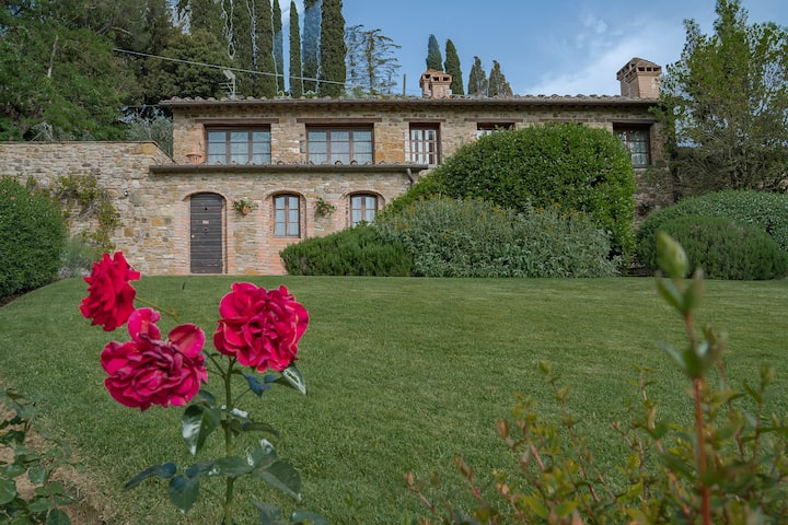 Stunning Villa with pool, jacuzzi and sauna