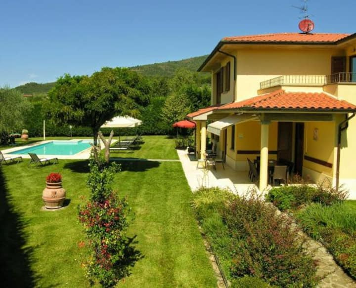 Panoramic villa with private pool and garden