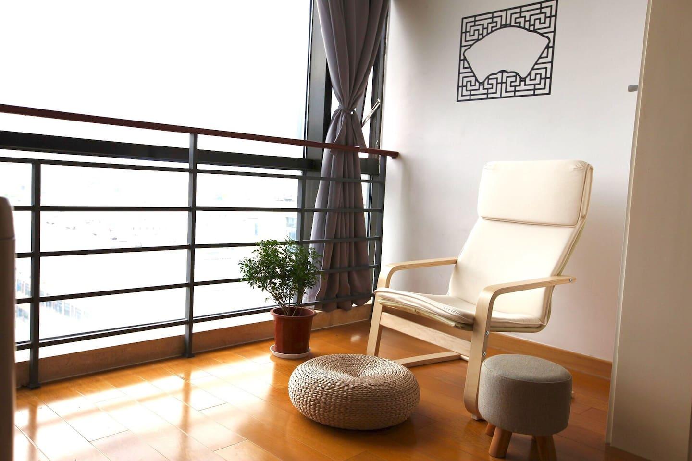 舒服的阳台 comfortable balcony to chill out in