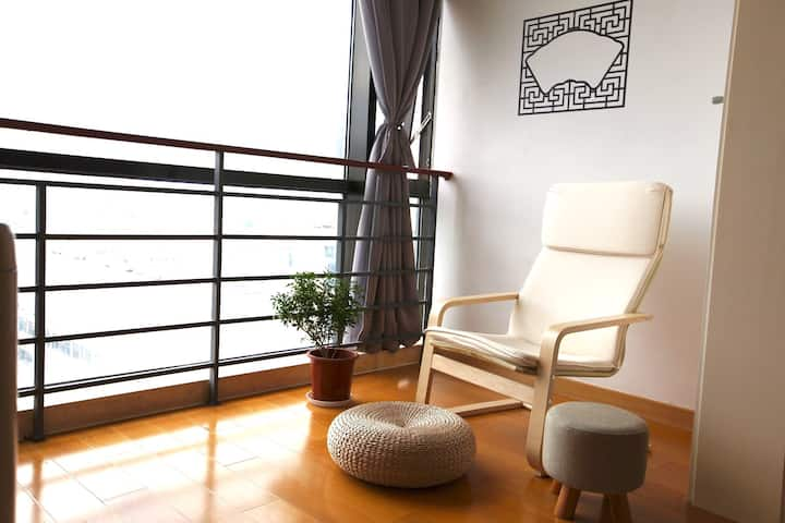 Spacious & Cozy Studio Near Old Town and New Town