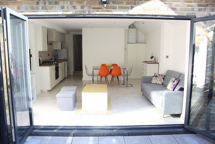 Spacious & Morden newly refurbished flat