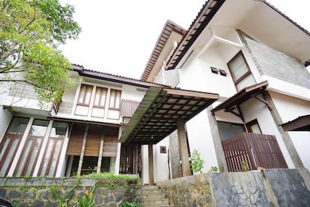Marawa Amang House @pasteur - Bandung - Villa
