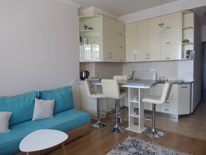 Friendly Yeraz - modern apartment with balcony