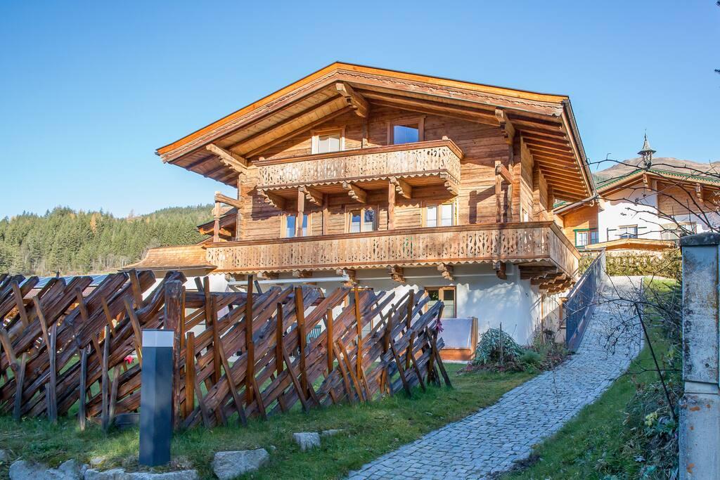 Haus mit seitlichen Eingang