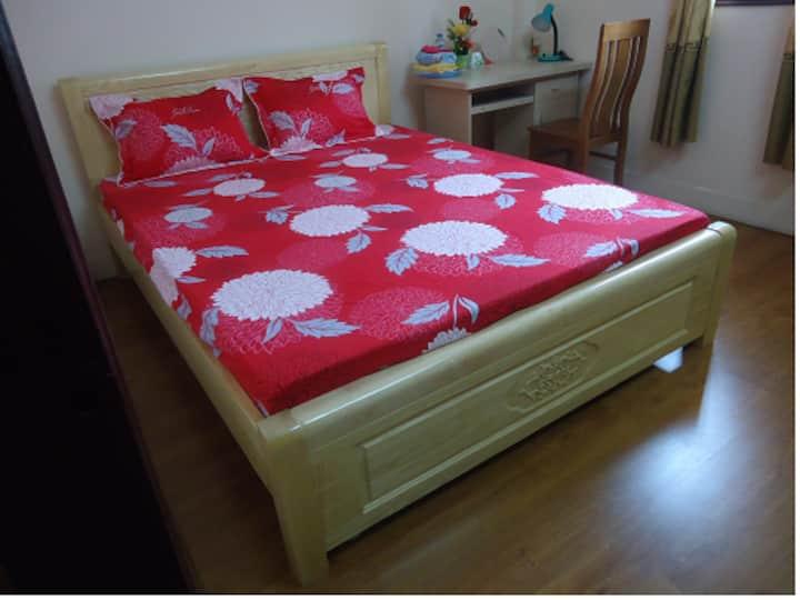 Clean, spacious, cozy bedroom, close to attraction