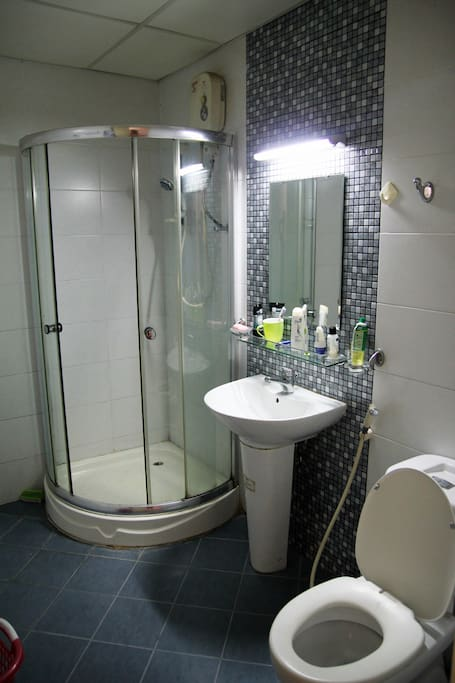 1 private bathroom with shower tub.