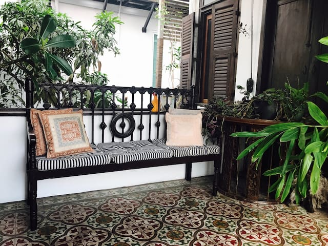 Entire Floor with private green patio, Siam/MBK