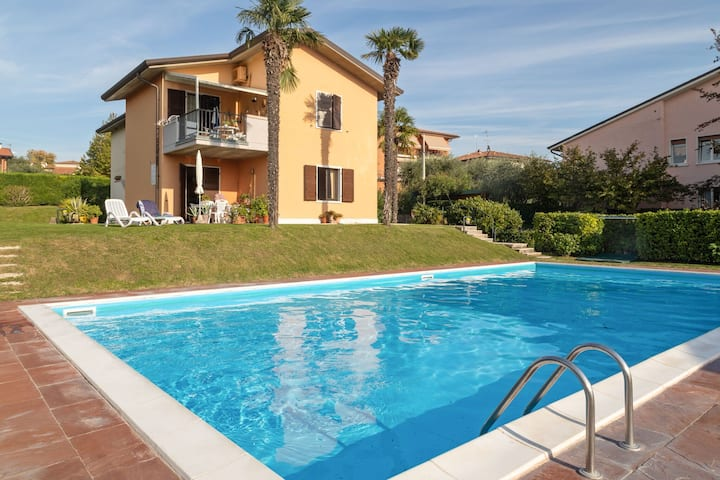 Holiday appartment with a big garden, nearby Lazise's centre.