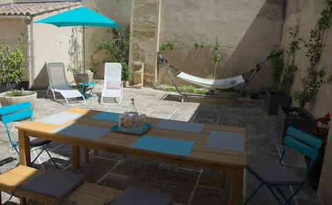Shaded courtyard house, Luberon Park, 1-6 pers.