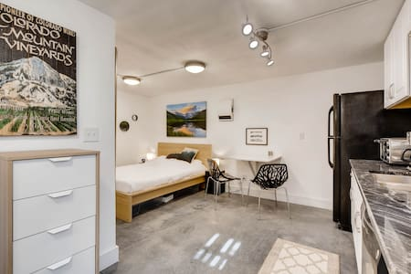 Chic & Modern Suite In The Heart Of Trendy LoHi