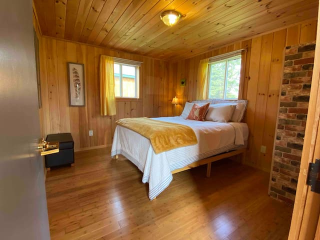 Second bedroom! Comfy queen size bed!