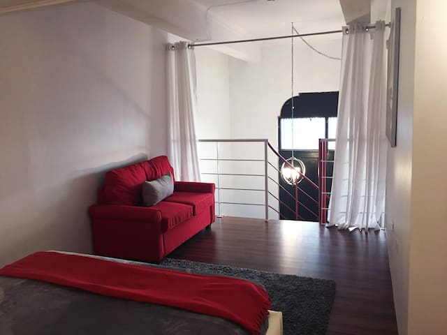 Loft Aparment Steps From Nightlife, Gladiolas 2102