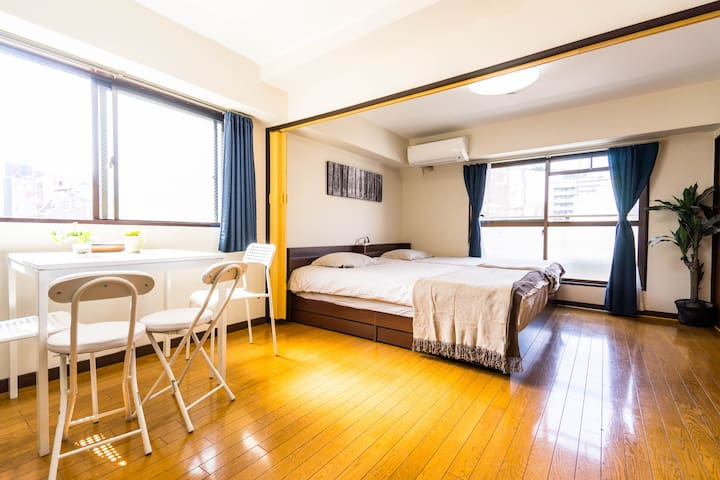shinsaibashi area+wide king size bed room