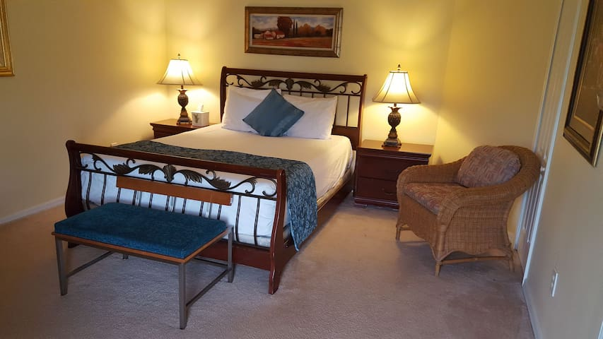 Master Bedroom/ Private Bath *Minutes from Airport