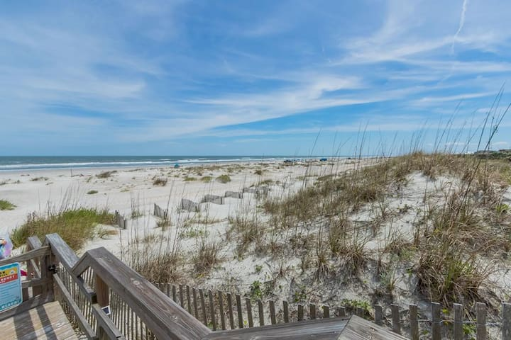 Fall special! Pet Friendly 2 BR Beach Cottage located in Ocean-Front Community with Pool, Private Boardwalk to Beach and 10 Min Drive to DT