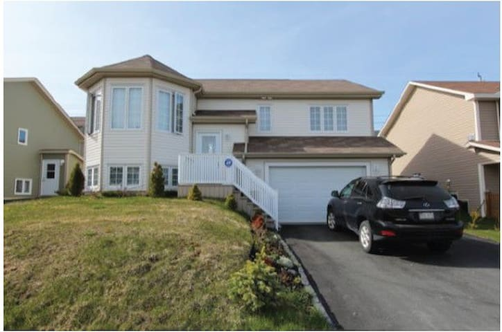 Bright, spacious, modern apartment, great location - St. John's - Apartament
