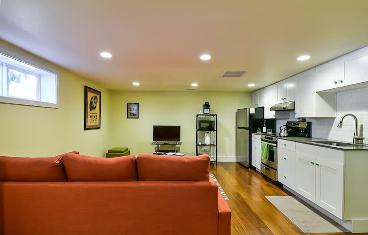 Modern Apartment - Walk to Lake, Shops, & Dining