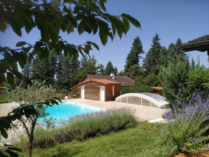 Gîte en Dordogne, Périgord vert, piscine et étang