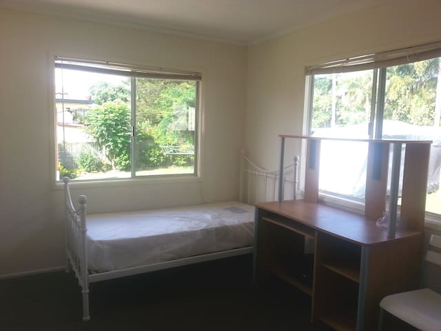 Single room convenient location - 10km to CBD - Coopers Plains - Haus