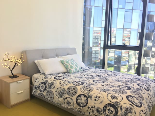 Beautiful one bedroom apartment -Amazing location! - Docklands - Apartamento