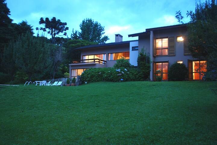 Luxuosa casa, excelente localização