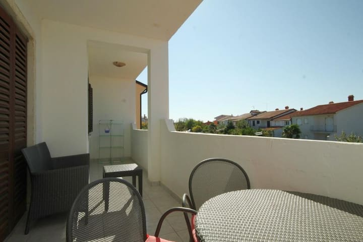 One bedroom apartment with terrace Valbandon, Fažana (A-7355-e)