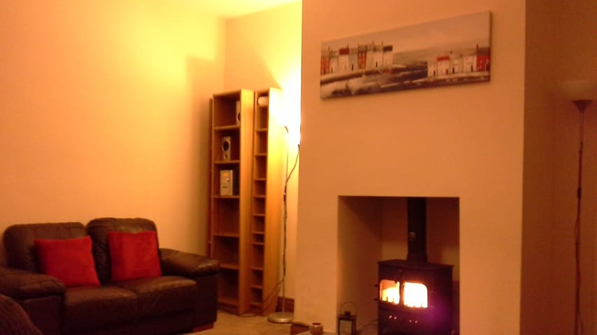 Cosy 2 bedroom house with lovely wood burner