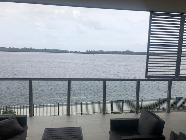 Absolute Waterfront Apartartment - Ballina/Byron