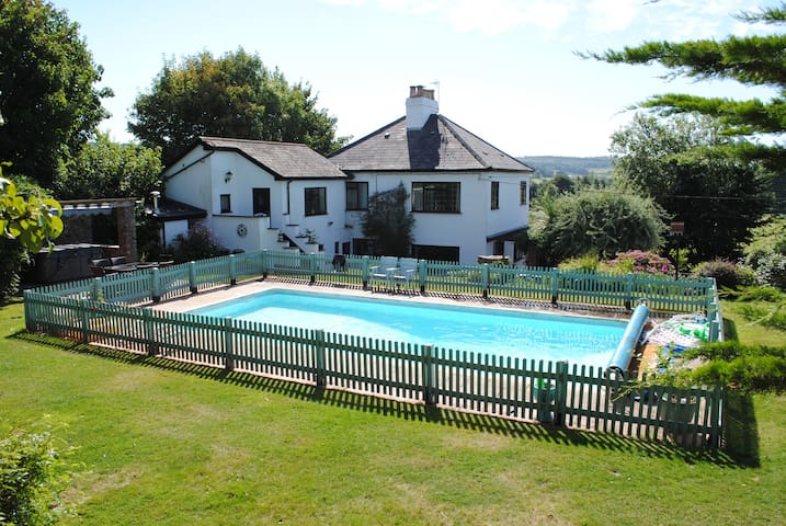 Annex King / Hot Tub / Pool / Gym / Own Access - Silverton - Bed & Breakfast
