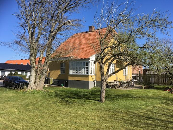 Charmerende lejlighed i ældre villa