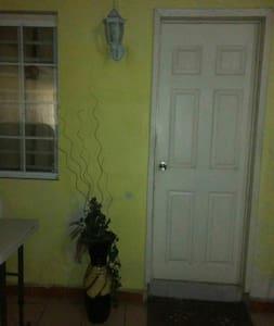 Cuarto privado en casa céntrica - Villahermosa - Maison