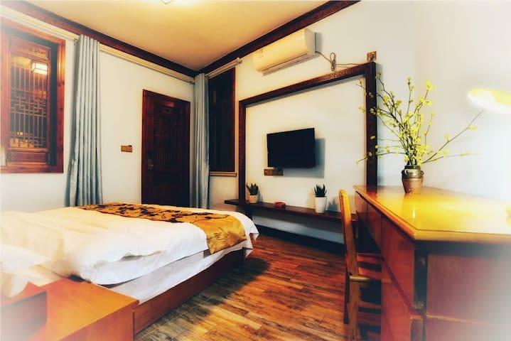 宏村景区四合院建筑温馨大床房