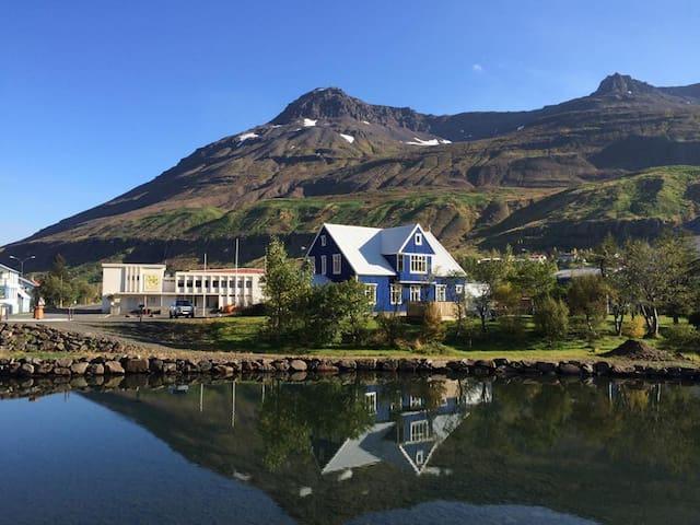 Room with a river view - Seyðisfjörður - Gästehaus