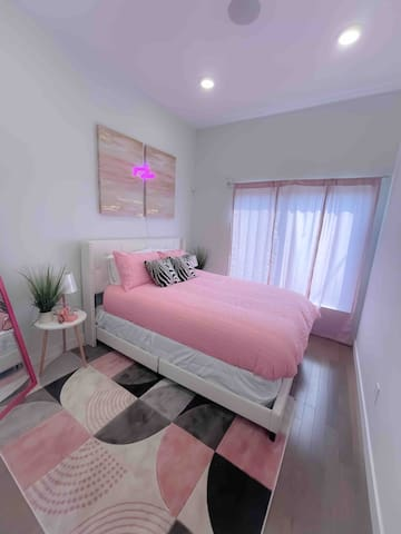 Bedroom 1 (Good Vibes)