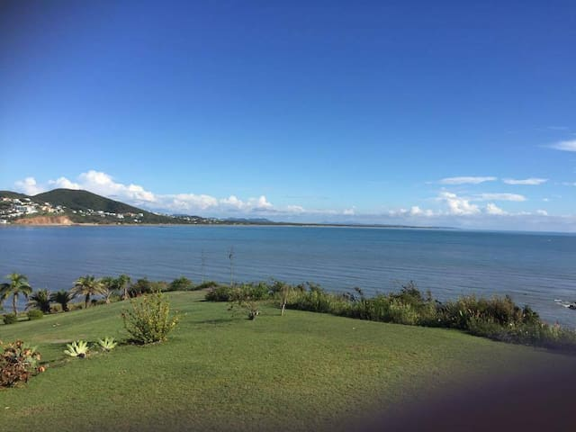 Large home and amazing sea views - Cooee Bay - Maison