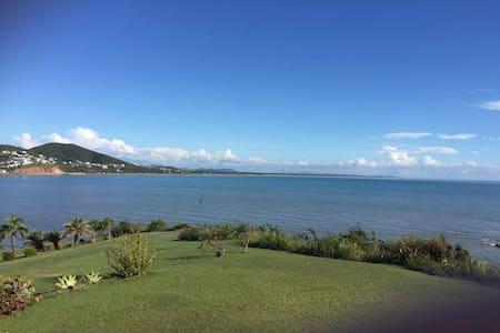 Large home and amazing sea views - Cooee Bay