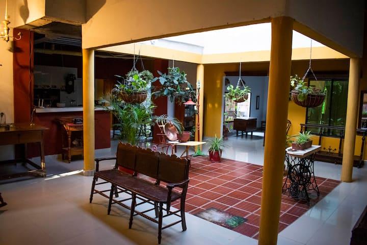 Casa colonial, ambiente familiar