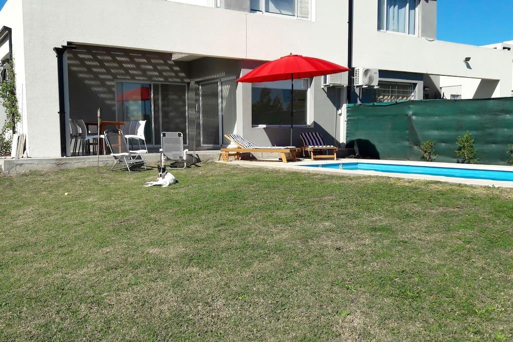 Galeria, piscina y solarium