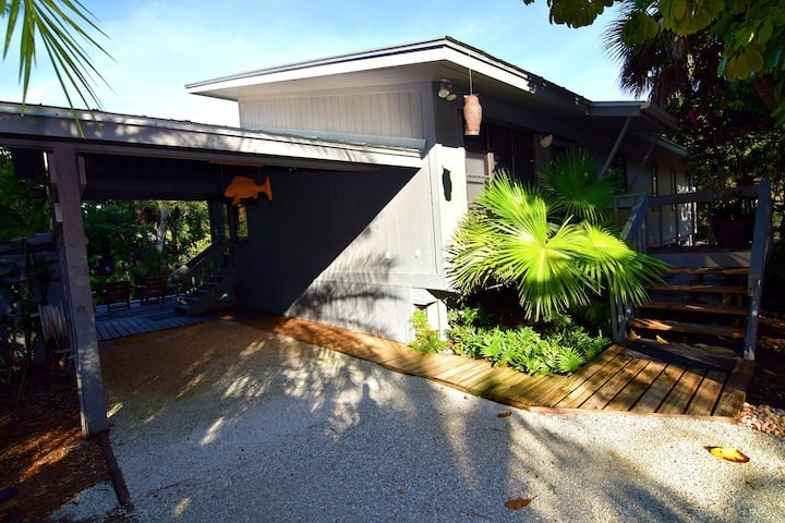 PERFECT MONTHLY RENTAL ON SANIBEL, SHORT WALK TO BEACH AND AFFORDABLE! STILL OPEN FOR APRIL 2021! AT LAST.