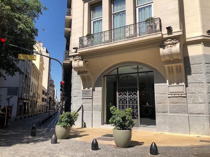 Departamento con patio y balcón en Palacio Raggio