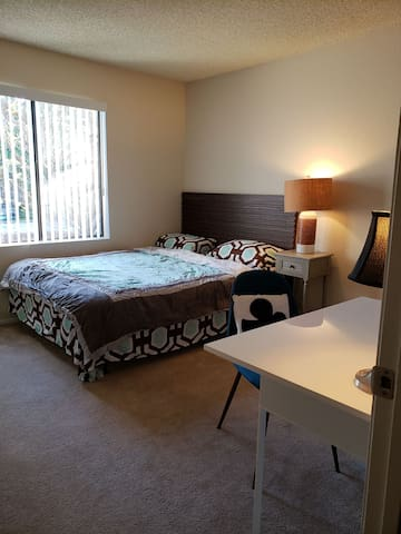 Cozy, private room in the heart of Chino Hills.